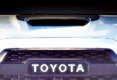 Toyota опубликовала тизер спортивного пикапа Tacoma